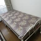 女性らしいシングルベッド