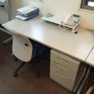 オフィス机とイス、内装変更に伴い差し上げます。