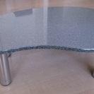 コロンとした形のローテーブル