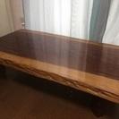 重厚な杉の 一枚板の座卓です