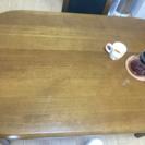 4人でゆったり使えるダイニングテーブル