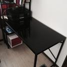 黒のガラス机
