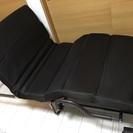 使いやすさ抜群!収納にも便利な折りたたみベッド+テーブルのセット