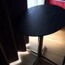 楕円形の小テーブル