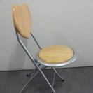 背もたれ部分がハートのパイプ椅子もらってください