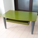 緑のモダンなローデスク(PC作業に最適)