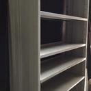スチールの本棚