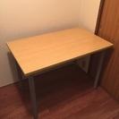 小さめなダイニングテーブル