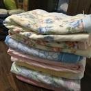 夏に、シングルタオルケット多数。冬向け綿毛布も。