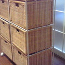ーお取引き中ー 収納棚 籐かご6つが収納場所です。