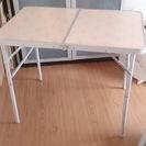 アウトドア 折りたたみテーブルとタオルハンガー
