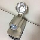 終了《中古品》乾電池式人感センサーライト
