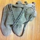 皮のブーツ