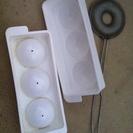 氷の型(球体)とドーナツを作る小型フライパン