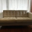 IKEAの本革、白いソファ