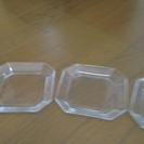 差し上げます 中古品 真四角のガラス皿3枚セット