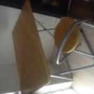 折りたたみ椅子と机