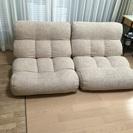 座イスのようなソファー