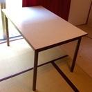 足が取り外せるダイニングテーブル