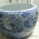 睡蓮鉢・金魚鉢としても「青いうさぎ模様の火鉢」