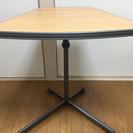 【お取り引き中】机・テーブル(台形・高さ調整できます。)
