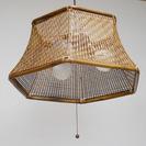 素晴らしい職人技でつくられた籐のペンダント照明の笠です。