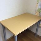シンプルな机