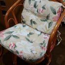 籐の椅子とテーブルセット