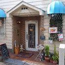 カフェくすのきです。瓢箪山の自転車置き場の横にあります❗