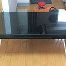 小さめのガラステーブル
