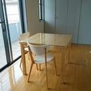 【美品】IKEAの伸縮できるダイニングテーブル&椅子2個のセット!