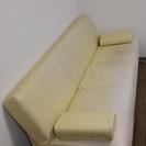 完売御礼!白い壁に似合う綺麗なソファーベット