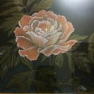 額に入った花の飾り