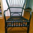 黒の籐椅子