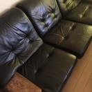 黒の革ソファー