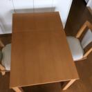 【二人暮らしに】伸縮可能なダイニングテーブルと、回転椅子2脚