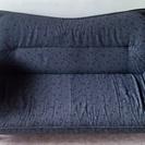 二人がけのソファです 左右開きます 脚取り外し可能 ブラック