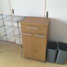 ごみ箱棚(ごみ箱付き)とメタルラック