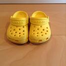 crocs サンダル イエローc4、5  14〜15cm