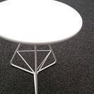 白い値下げ 丸テーブル 屋内でも屋外でも使用可能です。