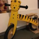 木製、トラのストライダーです。