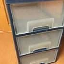 プラスチック製、三段の収納ケース(^^)