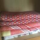 旅館で使っていた敷き布団と掛け布団2セットと毛布つき