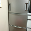 シャープ製冷蔵庫 傷、凹みあり