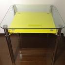 商談中新品同様素敵な強化ガラスダイニングテーブルと椅子2脚