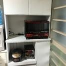 コンパクトで使い勝手が良い食器棚、レンジボード