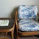 椅子とテーブル テーブルクロス付(籐製)