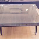 センターガラステーブル、椅子、土鍋。