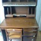 学習机と椅子です♪(KOIZUMI製品 定価は、6万円しました。)