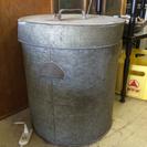 ブリキの蓋つきドラム缶